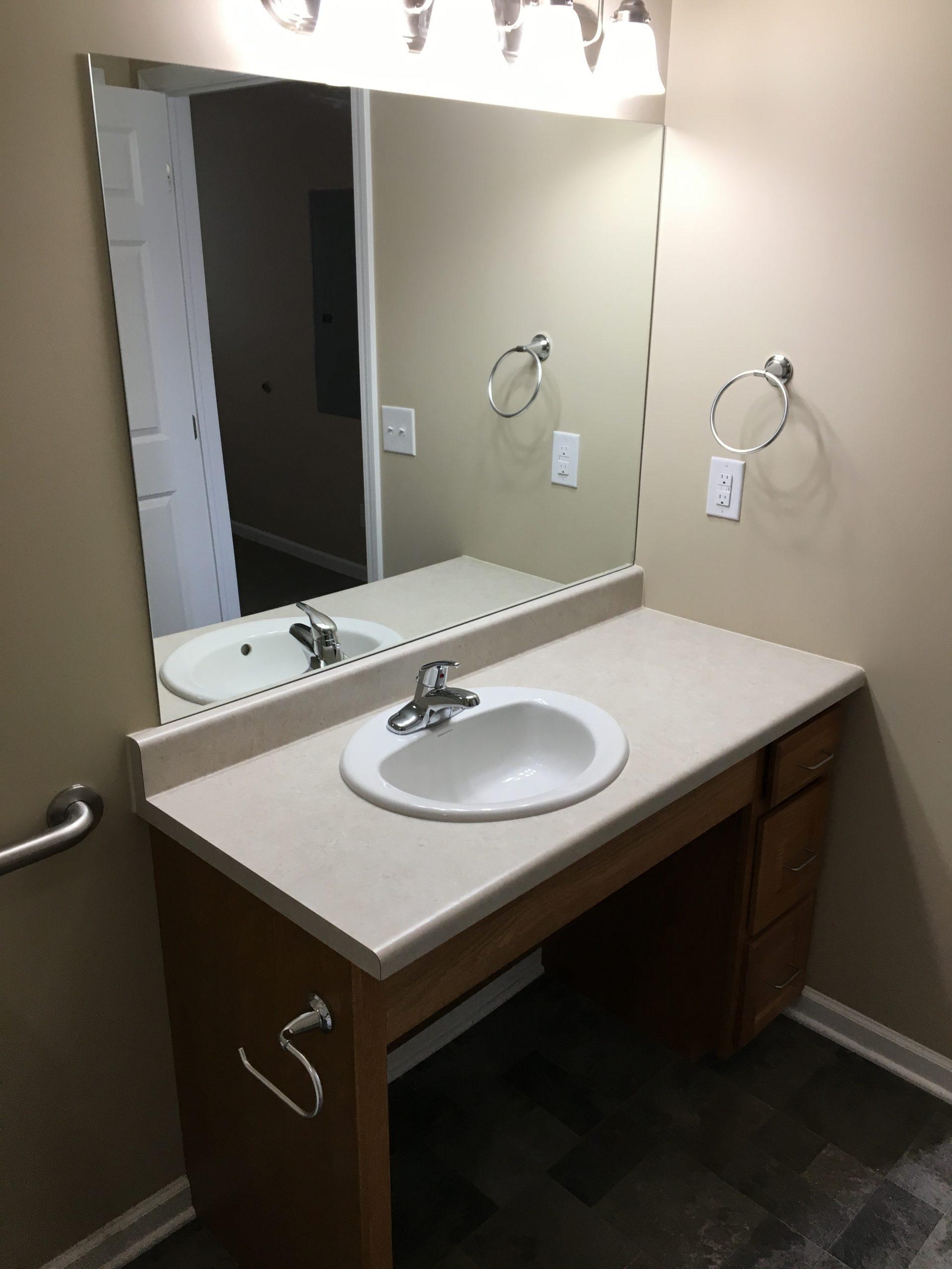 jefferson-estates-handicap-bathroom-2