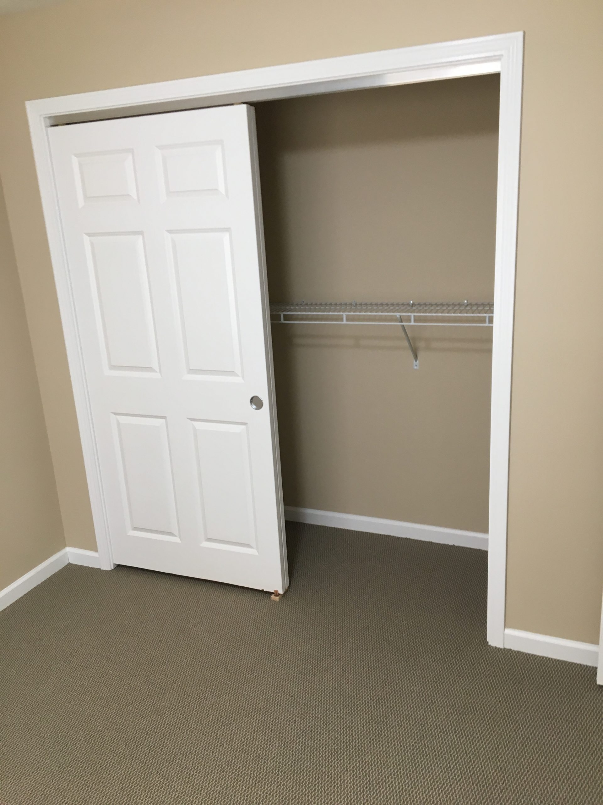 jefferson-estates-handicap-closet